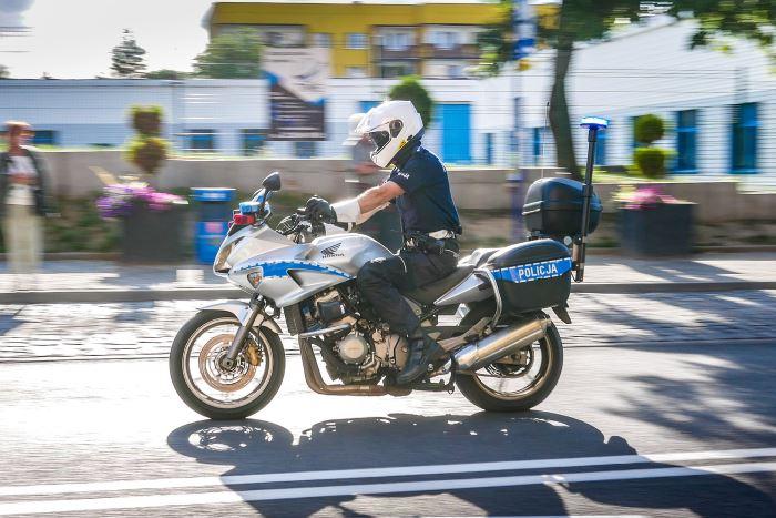 Policja Świętochłowice: Pracownica banku uratowała oszczędności 82-latki